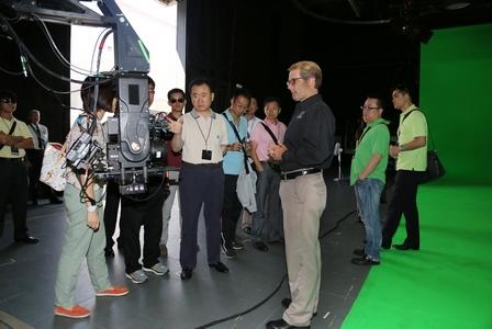 Chairman Visits Universal Studios and Disneyland Park