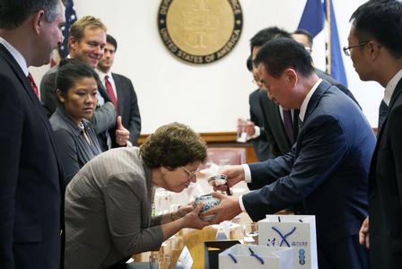 Chairman Meets U.S. Commerce Secretary