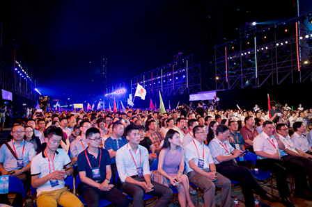 Wang Jianlin inspires young people to pursue dreams