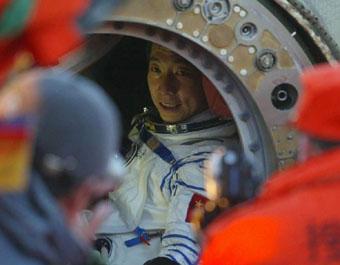 Movie park allowed to use hero astronauts' portraits