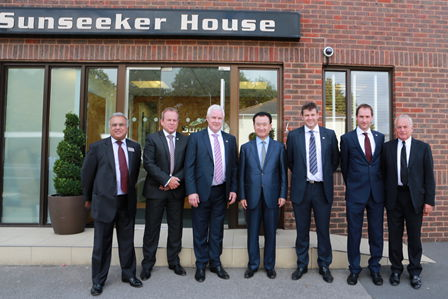 Wang Jianlin visits Sunseeker headquarters in Poole