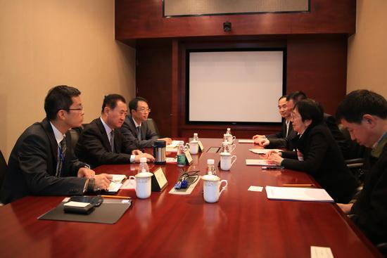 Wang Jianlin meets with Yan Bao Hang Foundation director