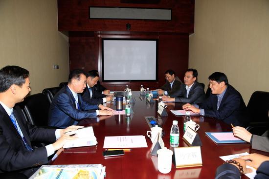 Wang Jianlin meets Yining Party Secretary
