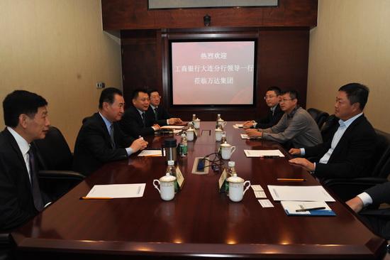 Wang Jianlin meets ICBC Dalian Branch head