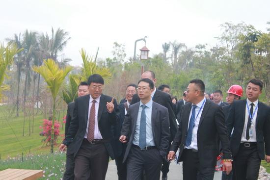 西双版纳/1月16日,万达文化集团总裁张霖、副总裁孙继泉一行来到万达...