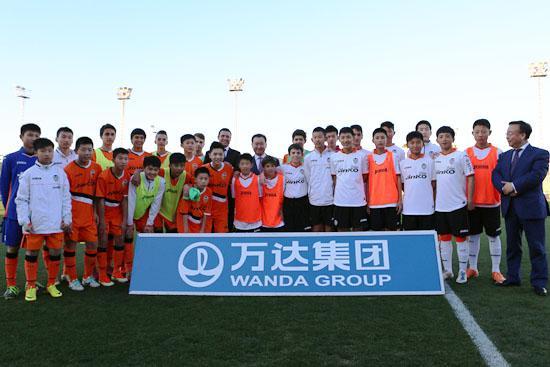 Wang Jianlin visits Wanda's 'Future Football Stars' at Valencia CF
