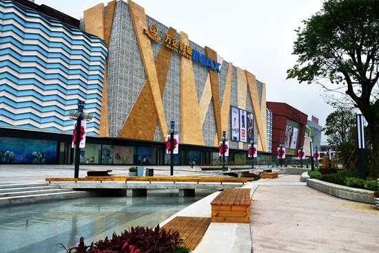 设计荣获全国人居经典竞赛环境金奖,是万达广场商业景观环境首次获奖.