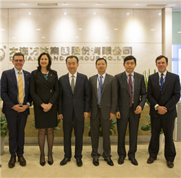 Chairman Wang Jianlin Meets with the Premier of Queensl...