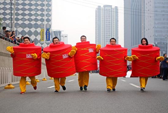 来自汉秀剧场的五个红灯笼宝宝萌翻了参赛选手和