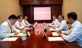 Chairman Wang Jianlin Meets with IIHF President