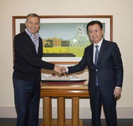Chairman Wang Jianlin meets with Disney Chairman and...