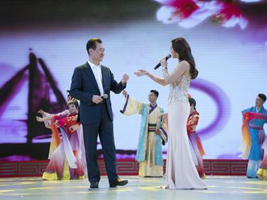 王健林董事长演唱《夫妻双双把家还》
