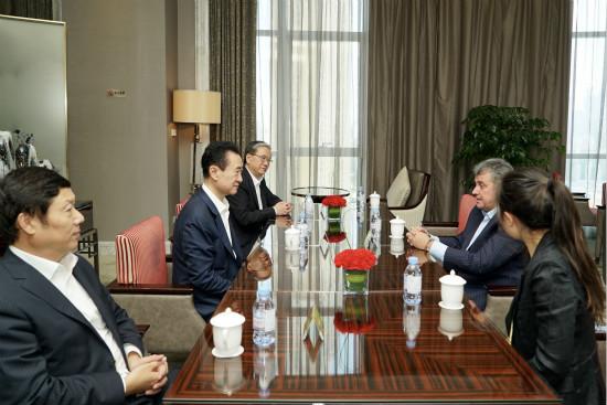 王健林董事长会见乌拉圭足协主席