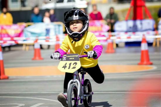 宝贝王大连区域朝阳乐园开展儿童平衡车挑战杯活动