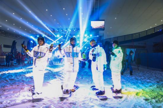 """中国的传统节日""""七夕""""节,哈尔滨万达爱情打造了""""大湖秀乐园""""""""yeah雪长泽锌mx爱情电影网图片"""