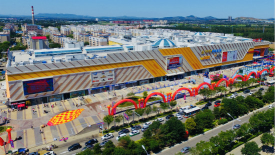 On August 10th, Liaoning Fuxin Wanda Plaza opened for business