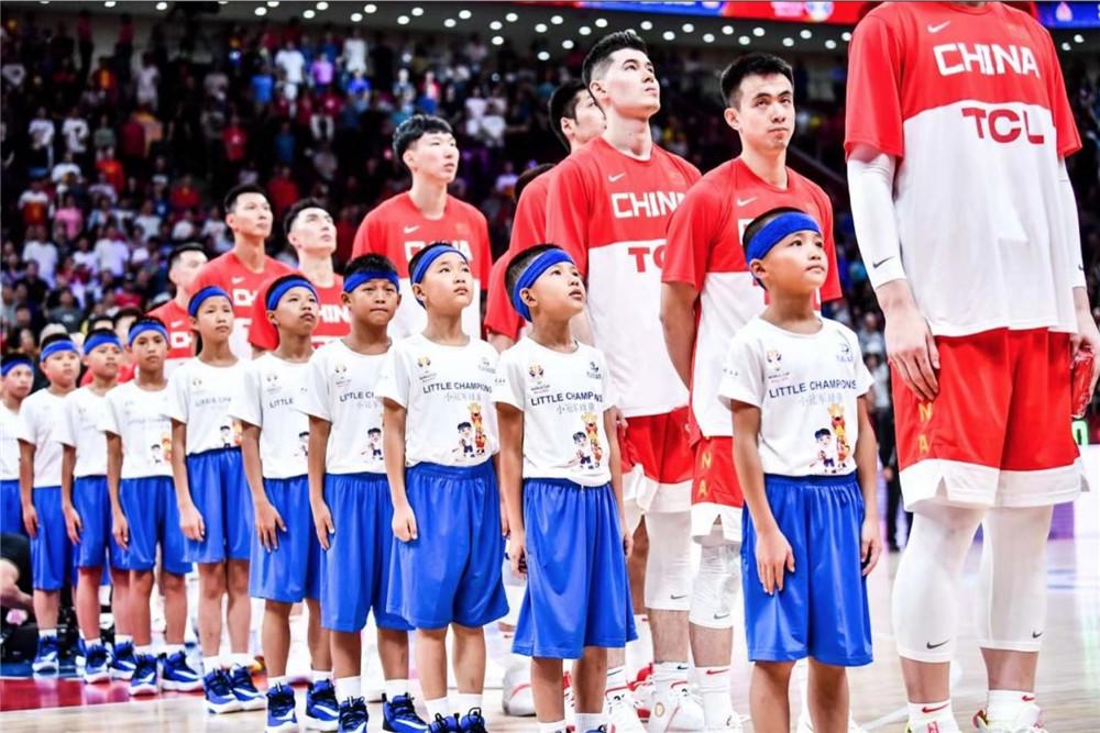 国际篮球联合会(FIBA) 是一个世界篮球运动的管理机构,成立于1932年。他们集合了来自世界各地213个国家篮球联合会,负责组织和监督国际性的比赛,其中包括国际篮球世界杯、奥运会篮球锦标赛和3V3篮球赛。他们在非洲、美洲、亚洲、欧洲和大洋洲设有五个区域办事处。<br>2016年,万达集团与国际篮联签订战略合作仪式,万达成为国际篮联全球独家商业开发合作伙伴。