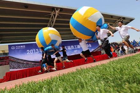 万达集团举行第五届趣味运动会 万达学院酒店建设酒店管理跻身三甲
