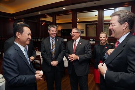 王健林董事長會晤美國堪薩斯州州長Brownback