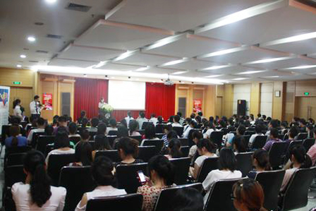 Wanda instructs college students on career planning
