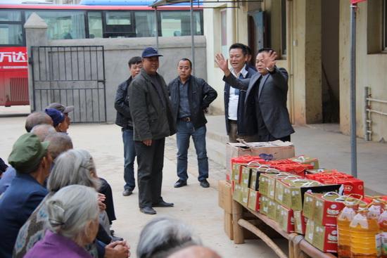 南昌万达城项目公司义工走进敬老院