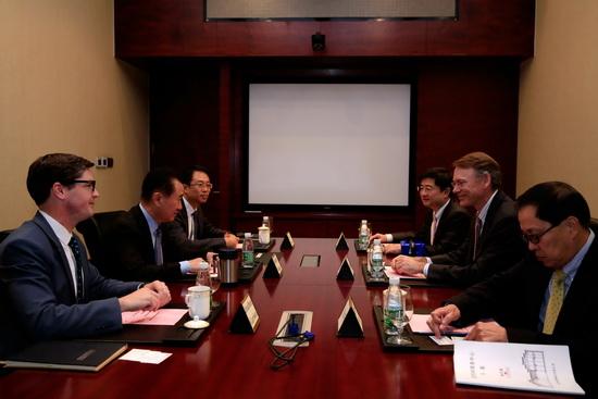 王健林董事长会见沃顿商学院副院长一行