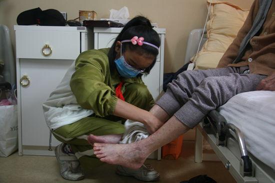 合肥大歌星资助打工子弟体验护理工作