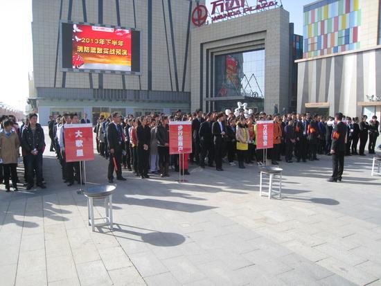 銀川金鳳萬達廣場消防演練 涉及氣墊救人和高空救人等科目
