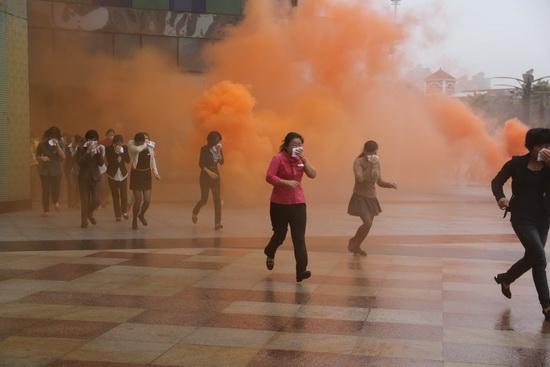 漳州碧湖萬達廣場舉行消防疏散演習 600余人冒雨參加