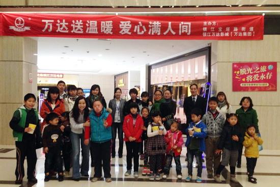 鎮江萬達影城邀請殘障兒童觀影 參觀爆米花制作和機房