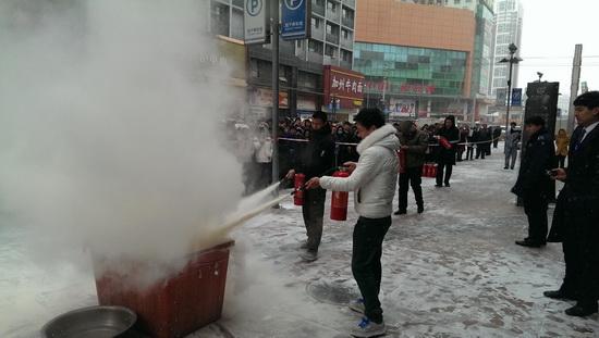 沈陽太原街萬達廣場開展下半年度大型消防疏散實戰演練