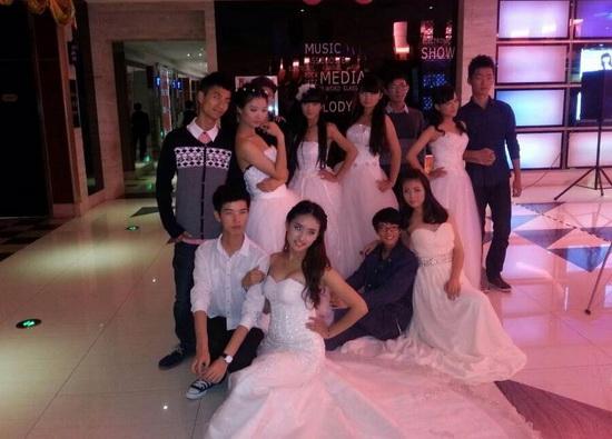 南昌萬達大歌星舉辦婚紗T臺秀 航空大學專業模特擔任主角