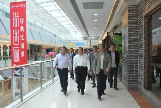 東莞市市長袁寶成考察長安萬達廣場 希望在東莞建更多廣場
