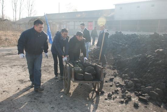 萬達集團計劃管理中心進行義工活動 為太陽村孩子送去慰問品