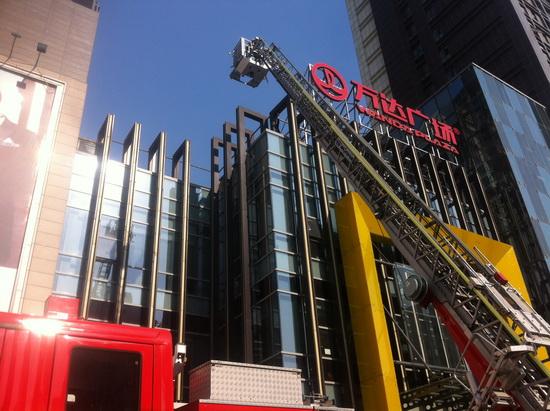 上海周浦萬達廣場開展消防演習 結合廣場復雜地形進行