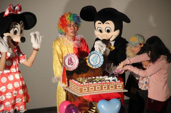 大同万达影城举行开业四周年庆 抽奖互动切蛋糕看大片