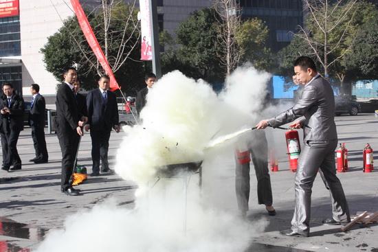 洛阳万达广场举办消防疏散实战演练 反复预演校正方案