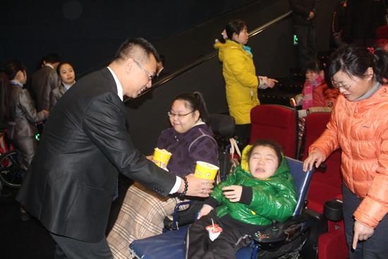 长沙开福万达影城组织残疾儿童看电影
