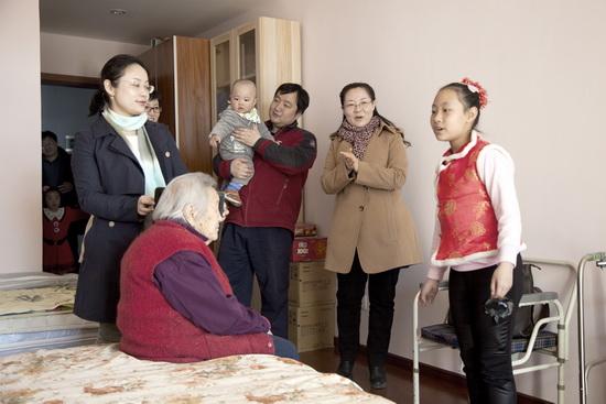 """商业规划院开展""""关爱老人""""义工活动"""