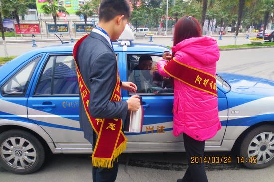 """绵阳涪城大歌星组织""""感恩生活、回馈社会""""义工活动"""