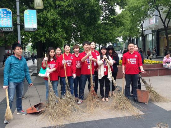 芜湖镜湖万达百货开展义工活动 让绿色重回城市