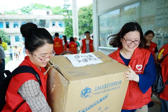 广州区域万达影城举办关爱山区留守儿童义工活动