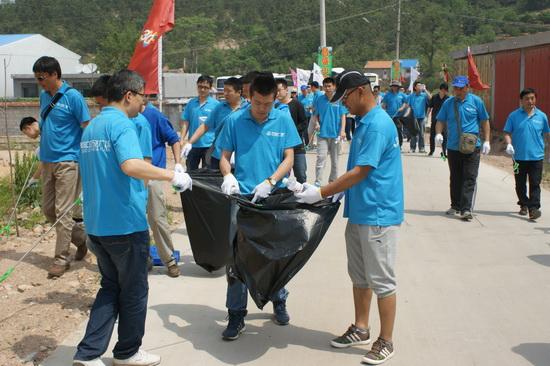 青岛CBD商管举行2014春季员工活动暨义工活动