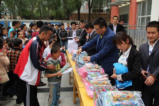西宁万达广场项目公司关爱特殊教育儿童