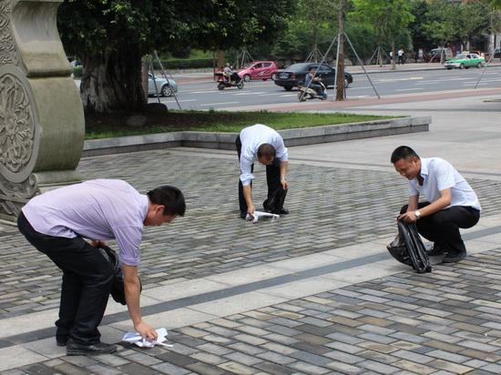 酒店建设公司内江项目部举行净化环境义工活动