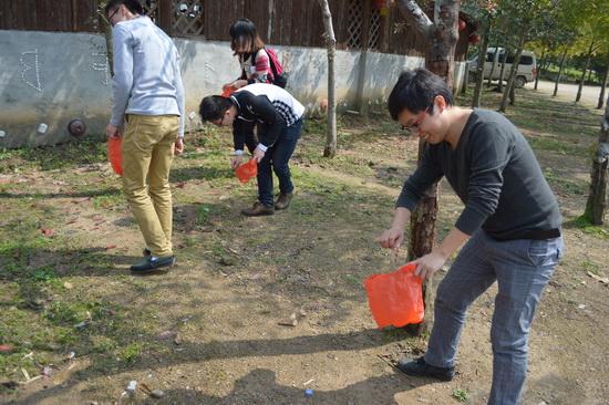 福州仓山大歌星开展去除白色污染义工活动