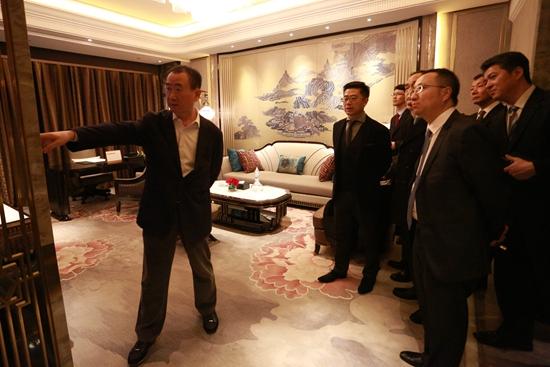 王健林董事长视察成都瑞华酒店样板间