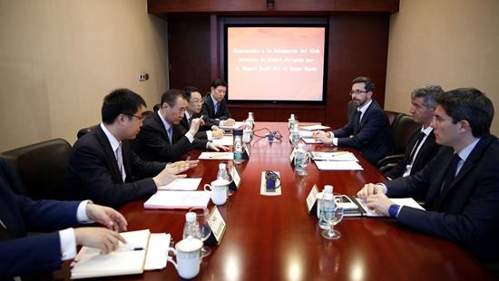 王健林董事长会见马德里竞技俱乐部CEO