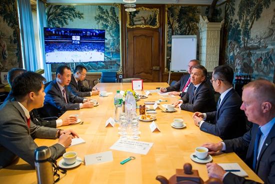 王健林董事长会晤国际冰球联合会主席法赛尔