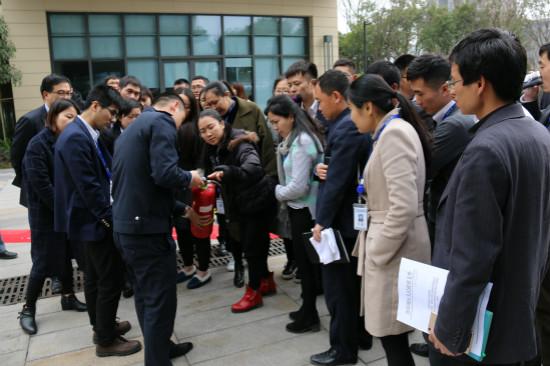 重庆万达城开展消防安全培训与技能演练活动